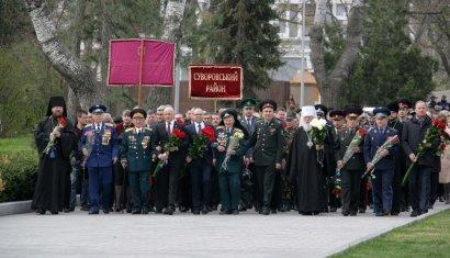 В честь Дня освобождения одесситы возложили цветы на Аллее славы и на площади 10-го Апреля.