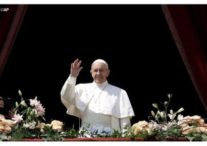 Папа Римский Франциск в своём послании Urbi et Orbi благословил Украину