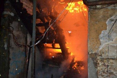 В результате пожара в Одессе выгорел жилой дом