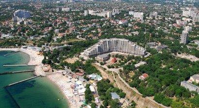 Погода не мешает готовить одесские побережья к новому курортному сезону
