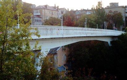 Тещин мост притягивает суицидников