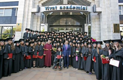 Выпускники Одесской юридической академии получили дипломы о высшем образовании