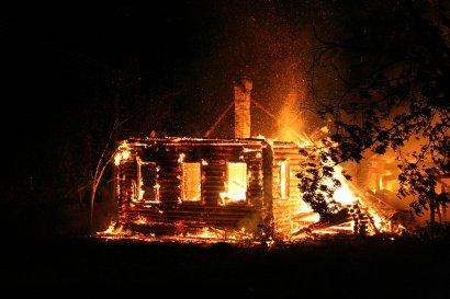 Два человека погибли при пожаре одного гаража