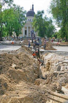 В Одессе продолжается реконструкция улицы Преображенской. Часть ее уже готова к укладке бетонных плит основания трамвайных путей