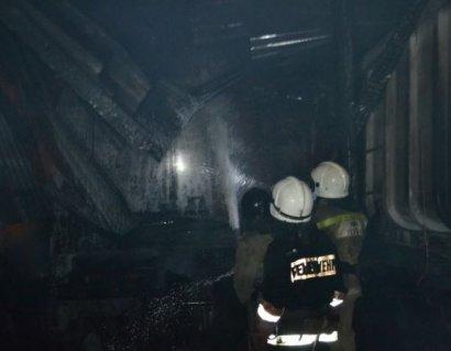 В Беляевском районе горела СТО и грузовики