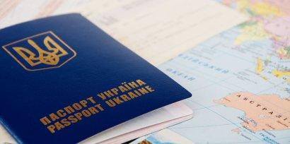 Украинцы занимают очередь за загранпаспортами на сентябрь
