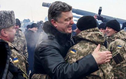 Порошенко просят вернуть контрактную армию (петиция)