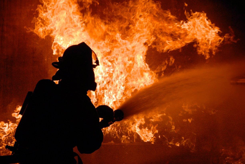 НаКилийском судоремонтном заводе горело грузовое судно