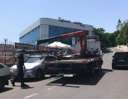 Сразу пять неправильно припаркованных автомобилей эвакуировали из курортной зоны