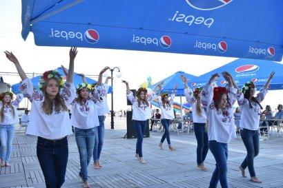 «Песни у моря»: в разгар курортного сезона в Затоке состоялся вокальный конкурс