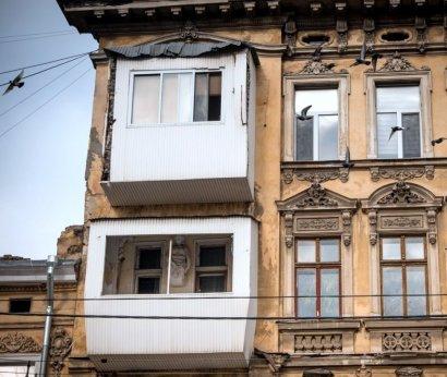 О бедных фасадах замолвили слово