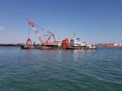 Начаты работы по углублению дна порта «Южный»