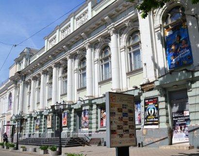 Активисты «патриотических» организаций оставили Украинский театр без директора