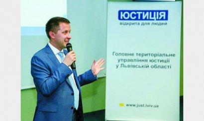 В управлении юстиции Львова при трудоустройстве требуют петь песни УПА и правильно называть день рождения Степана Бандеры