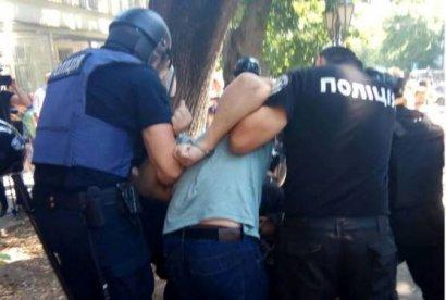 Под прокуратурой Одесской области подрались за и против сирийского строительного магната
