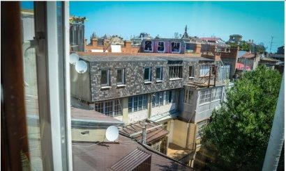 Инспекция ГАСК оштрафует строителя мансарды над памятником архитектуры на Дерибасовской аж на 700 долларов?