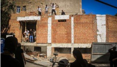Радикалы не смогли потрусить нетрадиционалов и выместили своё недовольство на стройке у дома-стены