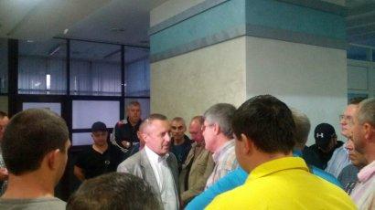 Уволенный директор Черноморского порта пытается вернуться в кресло