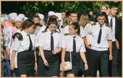 Торжественная линейка в Экономико-правовом колледже МГУ