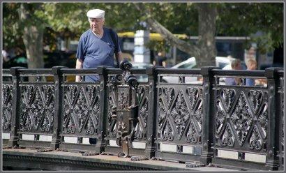 На отреставрированную ограду моста Коцебу вернулся исторический герб Одессы