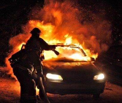 Ночью в Одессе горели два автомобиля
