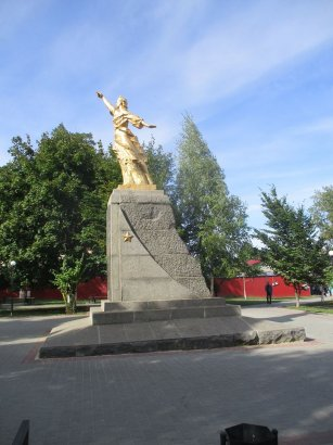 Депутат Котовского горсовета требует снять бронзовую звезду с памятника «Слава труду»