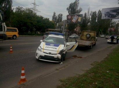 Лобовое столкновение с участием полицейского автомобиля произошло в Одессе