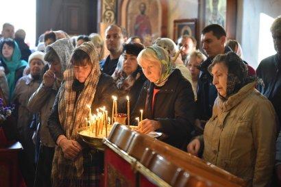 Сегодня православные верующие отмечают один из главных христианских праздников – Покрова Пресвятой Богородицы