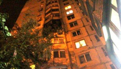 Серьезный пожар вспыхнул ночью в «высотке» на поселке Котовского