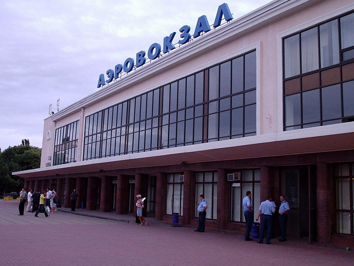 Работу Одесского аэропорта остановили, ищут бомбу