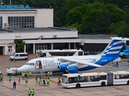 Самолет из Москвы в Турцию совершил экстренную посадку в Одессе