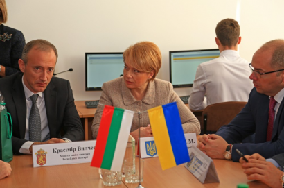 Министры образования Украины и Болгарии совместно открыли кабинет по изучению языков в одесской школе. И проговорили о языках