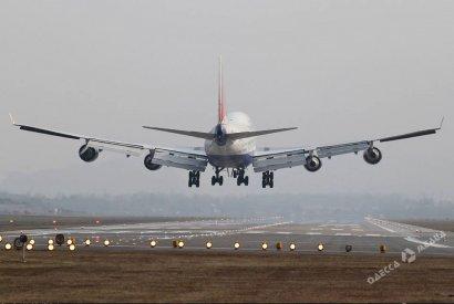 Пассажир, из-за которого произошла экстренная посадка самолета в Одессе, отрицает свою вину