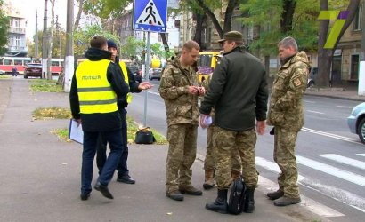 В Одессе военные сбили девушку на переходе