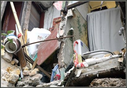 На улице Степовой обрушились стена и арка двухэтажного жилого дома