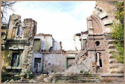 Руины Масонского дома разбирают по камешку