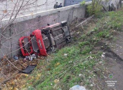 В районе Горбатого моста перевернулась иномарка. Водитель госпитализирован