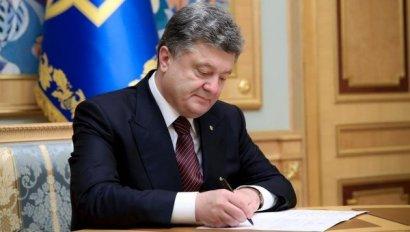 Президент Петр Порошенко подписал закон об отмене конкурсов на должности глав местных администраций.