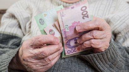 Двое мошенников под видом социальных работников обманули пенсионерку