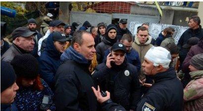 В Одессе радикалы устроили побоище: начальнику областной полиции пробили голову