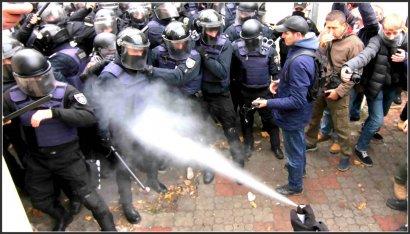 20 полицейских получили травмы в столкновениях в Горсаду