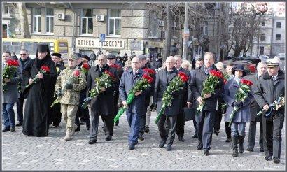День достоинства и свободы: в Одессе возложили цветы к памятнику Шевченко