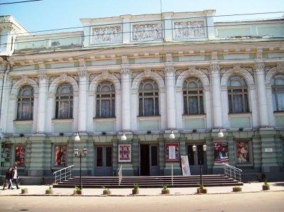 Администрация Украинского театра не намерено возвращать зрителям деньги за билеты на сорванный спектакль Константина Райкина