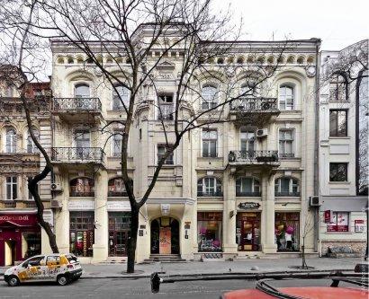 В Одессе продолжается ремонт фасадов
