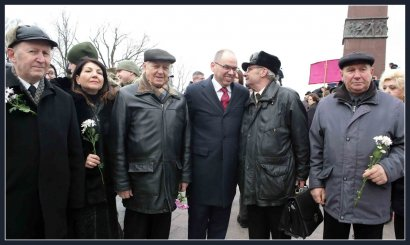 День Вооруженных сил Украины: одесситы возложили цветы к памятнику Неизвестному матросу