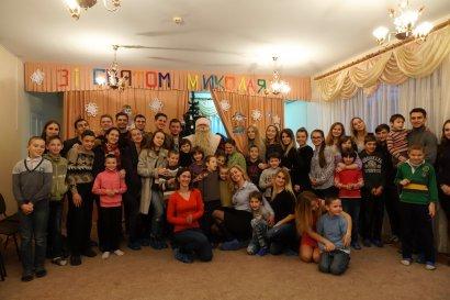 Студенты Юракадемии подарили новогоднюю сказку детям из приюта