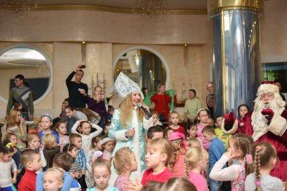 Тысячи детей попали в настоящую зимнюю сказку