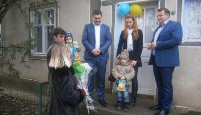 Сразу трое сирот в, проживающих в Саратском районе, к Новому Году получили социальное жилье