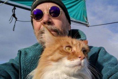 Дрейфовавшего семь месяцев польского моряка с котом спасли в Индийском океане