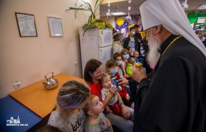 Митрополит Агафангел поздравил маленьких пациентовгородских больниц с Рождеством Христовым (Видео)